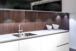 witte keuken grijs keukenblad